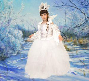 Inchiriere rochie Craiasa Zapezii, Zana Iarna 536